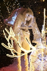 echass neige echassiers lumineux leds hiver fourrures colores parade noel marches noel animation char a neige musical magique feerique (24)