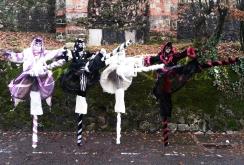echass neige echassiers lumineux leds hiver fourrures colores parade noel marches noel animation char a neige musical magique feerique (27)