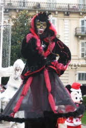 echass neige echassiers lumineux leds hiver fourrures colores parade noel marches noel animation char a neige musical magique feerique (29)