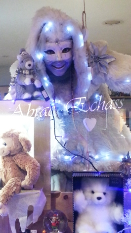echass neige echassiers lumineux leds hiver fourrures colores parade noel marches noel animation char a neige musical magique feerique (32)