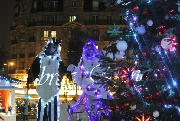 echass neige echassiers lumineux leds hiver fourrures colores parade noel marches noel animation char a neige musical magique feerique (39)