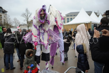 echass neige echassiers lumineux leds hiver fourrures colores parade noel marches noel animation char a neige musical magique feerique (4)