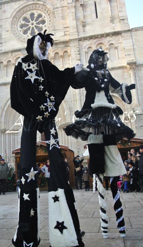 echass neige echassiers lumineux leds hiver fourrures colores parade noel marches noel animation char a neige musical magique feerique (49)