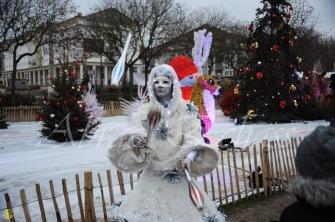 echass neige echassiers lumineux leds hiver fourrures colores parade noel marches noel animation char a neige musical magique feerique (7)