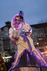 echass neige echassiers lumineux leds hiver fourrures colores parade noel marches noel animation char a neige musical magique feerique (8)