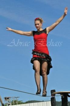 flamenca danse sur fil de fer danse flamenco spectacle rouge et noir cirque animation evenementiel guitare espagnol gitan (1)