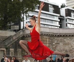 flamenca danse sur fil de fer danse flamenco spectacle rouge et noir cirque animation evenementiel guitare espagnol gitan (15)