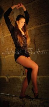 flamenca danse sur fil de fer danse flamenco spectacle rouge et noir cirque animation evenementiel guitare espagnol gitan (19)