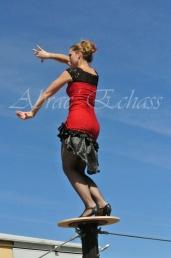 flamenca danse sur fil de fer danse flamenco spectacle rouge et noir cirque animation evenementiel guitare espagnol gitan (2)
