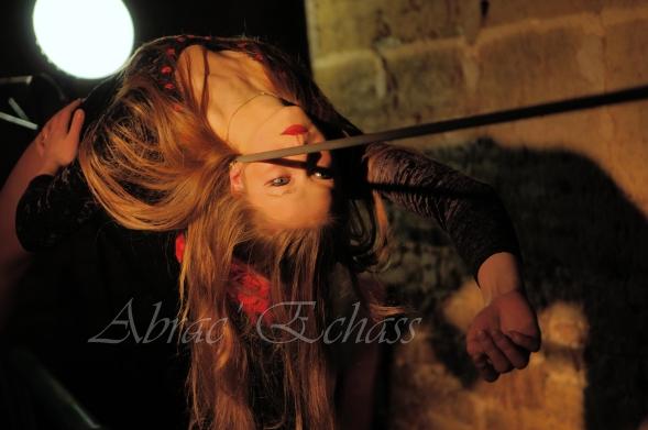 flamenca danse sur fil de fer danse flamenco spectacle rouge et noir cirque animation evenementiel guitare espagnol gitan (21)