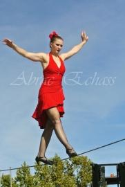 flamenca danse sur fil de fer danse flamenco spectacle rouge et noir cirque animation evenementiel guitare espagnol gitan (8)