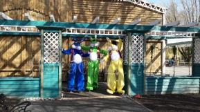 Lapinous' Foufous echassiers rebondissants loufoques parade animation evenementiel lapins fantaisie extravagance sautillants mascottes paques (5)