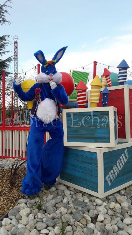 Lapinous' Foufous echassiers rebondissants loufoques parade animation evenementiel lapins fantaisie extravagance sautillants mascottes paques (54)