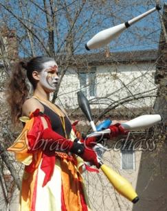 saltimbanques echassiers parade animation fous du roi colores festifs jongleurs acrobates (18)