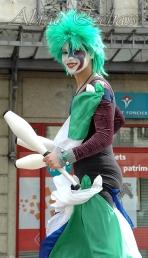 saltimbanques echassiers parade animation fous du roi colores festifs jongleurs acrobates (6)