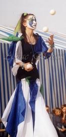 saltimbanques echassiers parade animation fous du roi colores festifs jongleurs acrobates (8)