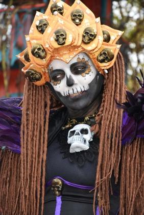 Mysterious voodoo echasses halloween walibi parade dia de los muertos vaudous (11)