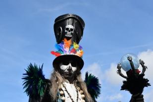 Mysterious voodoo echasses halloween walibi parade dia de los muertos vaudous (36)