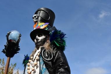 Mysterious voodoo echasses halloween walibi parade dia de los muertos vaudous (39)