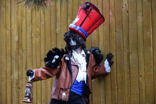 Mysterious voodoo echasses halloween walibi parade dia de los muertos vaudous (4)