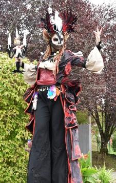 Mysterious voodoo echasses halloween walibi parade dia de los muertos vaudous (42)