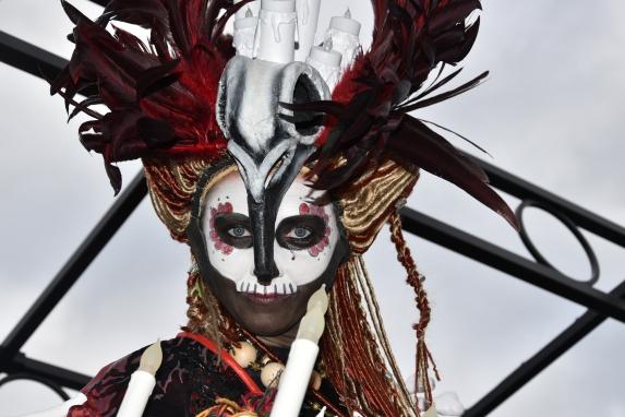 Mysterious voodoo echasses halloween walibi parade dia de los muertos vaudous (49)