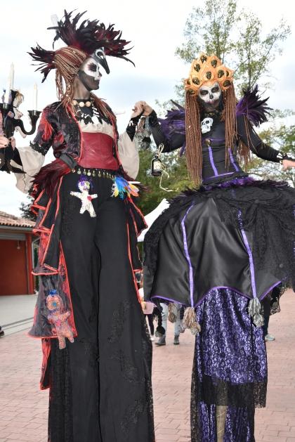 Mysterious voodoo echasses halloween walibi parade dia de los muertos vaudous (60)