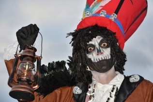 Mysterious voodoo echasses halloween walibi parade dia de los muertos vaudous (64)