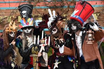 Mysterious voodoo echasses halloween walibi parade dia de los muertos vaudous (67)