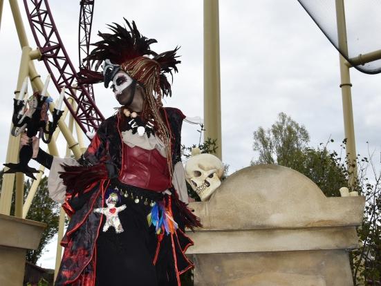 Mysterious voodoo echasses halloween walibi parade dia de los muertos vaudous (68)