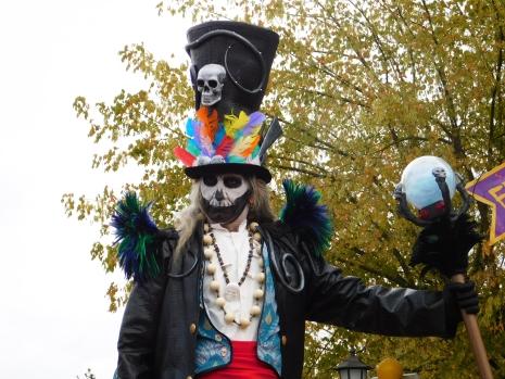 Mysterious voodoo echasses halloween walibi parade dia de los muertos vaudous (75)