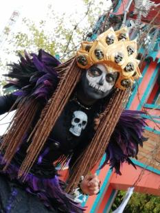 Mysterious voodoo echasses halloween walibi parade dia de los muertos vaudous (86)