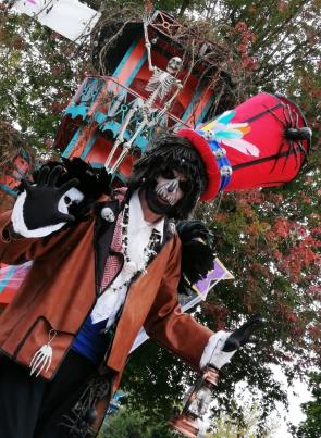 Mysterious voodoo echasses halloween walibi parade dia de los muertos vaudous (87)