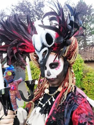 Mysterious voodoo echasses halloween walibi parade dia de los muertos vaudous (91)